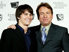 Actors john ritter with son jason ritter pose after winning an award for 8 simple rules We Are Family, Family Love, Celebrity Look, Celebrity News, Child Support Payments, John Ritter, Funny Numbers, John Tyler, Dating My Daughter