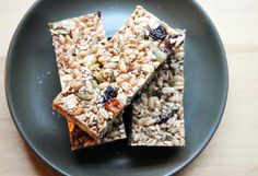 These healthy granola bars are completely customizable