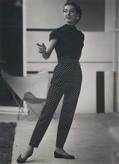 54 Ideas for moda vintage outfits chic black white Vintage Fashion 1950s, Vintage Mode, Look Vintage, Vintage Glamour, 1950s Fashion Pants, Retro Vintage, 1950s Fashion Dresses, Vintage Woman, Jeans Fashion