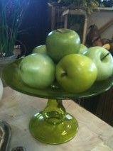 Green pedestal plate