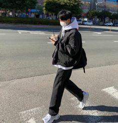 Korean Fashion Men, Korean Street Fashion, Boy Fashion, Street Style Outfits Men, Mode Outfits, Aesthetic Fashion, Aesthetic Clothes, Outfits For Teenage Guys, Korean Couple Photoshoot