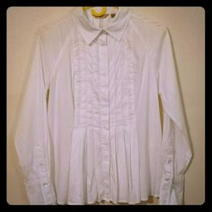 **SALE**Niotto Pleated Blouse Cotton/poly/spandex pleated blouse, button front, three button cuffs. The pictures don't do this justice. Its a beautiful blouse in beautiful condition. Niotto Tops Button Down Shirts