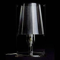 Take. El icono clásico de la lámpara de noche renovada gracias a la tecnología Kartell.