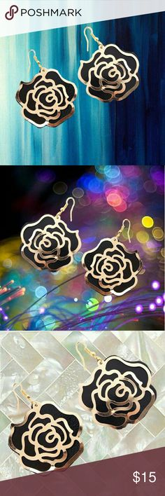 Extra Large Gold & Black Rose Earrings Extra Large Gold & Black Rose Earrings   Extra Large Gold & Black Rose Earrings   For those who love to wear black, these are extra large and fit the bill!!     Material : Alloy  18C Jewelry Earrings