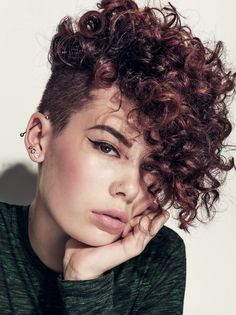 Kurze Haare Frauen Hair: Angeline Thornely, Rodney Wayne Lambton Quay Photo: Steven Chee Make up: A Curly Pixie Haircuts, Curly Undercut, Curly Hair Cuts, Short Hair Cuts, Curly Hair Styles, Natural Hair Styles, Curly Mohawk Hairstyles, Short Curly Pixie, Medium Curly