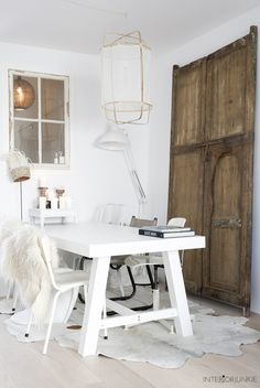 decordemon: A Dutch home with natural materials and a perfect Scandi style Cosy Interior, Interior Lighting, Decorating Blogs, Interior Decorating, Interior Design, Natural Wood Decor, Dining Room Inspiration, Scandinavian Living, Scandi Style
