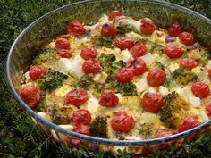 Monia miesza i gotuje: Frittata z brokułem, fetą i pomidorkami