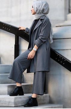 Plaid and Stripped Dress Inspiration for Hijabies – Girls Hijab Style & Hijab Fashion Ideas Modern Hijab Fashion, Street Hijab Fashion, Hijab Fashion Inspiration, Abaya Fashion, Muslim Fashion, Modest Fashion, Fashion Dresses, Indian Fashion, Fashion Ideas
