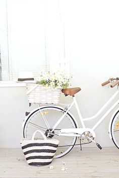 bikes, baskets, daisies and hats - Beach Decor Blog, Coastal Blog, Coastal Decorating