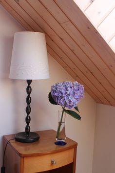Un hortensia bleu dans la chambre bleue