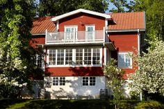 Anna och Sven förvandlade en liten sommarstuga till en vacker skärgårdsvilla med hjälp av gamla material och byggmetoder