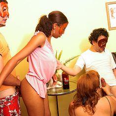 Troca de Casais: Casa de swing real, orgias e putaria. Tufos.com.br