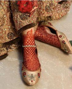 Bridal Mehndi on feet inspo Bridal Mehndi Designs, Mehandi Designs, Anklet Designs, Bridal Sandals, Bridal Shoes, Bridal Footwear, Pakistani Bridal Dresses, Pakistani Dress Design, Bridal Chuda