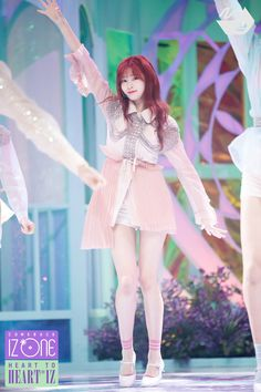 "MPD(엠피디) on Twitter: ""이 집 사진 잘찍고 민주 얼굴은 너무 잘하네요👍 #IZONE #아이즈원 #HEART_TO_HEARTIZ #HEARTIZ #M2 #엠투… "" Stage Outfits, Kpop Outfits, Pre Debut, Yu Jin, Japanese Girl Group, Kim Min, Soyeon, Kpop Girls, Asian Beauty"