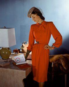 1943 Red pattern dress