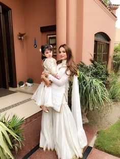 and her cutie miral looking stunning in bespoke all white twinning garara's by ✨💯✨ Pakistani Party Wear Dresses, Designer Party Wear Dresses, Pakistani Wedding Outfits, Eid Dresses, Pakistani Dress Design, Indian Designer Outfits, Indian Dresses, Indian Outfits, Wedding Dresses