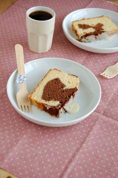 Marbled sour cream pound cake with white chocolate icing / Bolo mármore de sour cream com cobertura de chocolate branco by Patricia Scarpin, via Flickr
