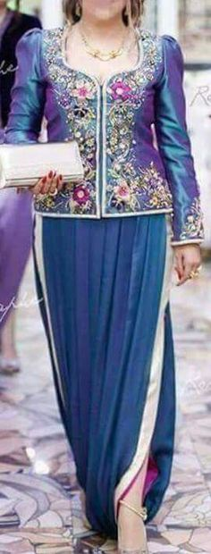 Karakou Bollywood Fashion, Hijab Fashion, Arabic Dress, Most Beautiful Dresses, Indian Designer Wear, Poses, Traditional Dresses, Sequin Dress, African Fashion