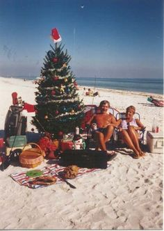 Happiest of Christmas Eve's to all of my readers! Since I am not getting the winter wonderland of scenic Christmas displays in Cincinnat. Aussie Christmas, Australian Christmas, Christmas Time Is Here, Christmas Photos, Christmas And New Year, Christmas On The Beach, Beach Christmas Pictures, Tropical Christmas, Coastal Christmas