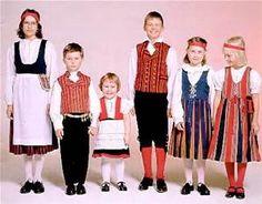 Children in Finnish national costumes (Sanokaa: Muikku! Art Costume, Folk Costume, Finland Culture, Norwegian People, Holland, Culture Clothing, My Heritage, Scandinavian Style, Traditional Dresses