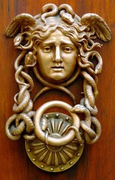 Bronze Apollo Head with Intertwined Serpents Door Knocker Door Knobs And Knockers, Knobs And Handles, Door Handles, Antique Doors, Vintage Doors, Door Detail, Cool Doors, Door Accessories, Door Furniture