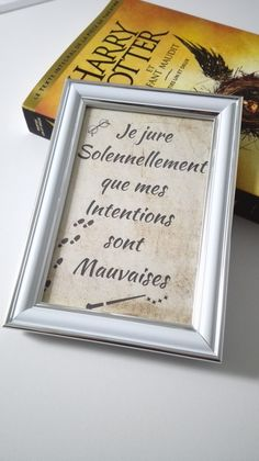 Discover recipes, home ideas, style inspiration and other ideas to try. Cadeau Harry Potter, Harry Potter Bricolage, Décoration Harry Potter, Harry Potter Bedroom, Anniversaire Harry Potter, Geek Birthday, Birthday Cards, Birthday Ideas, Harry Potter Accessories