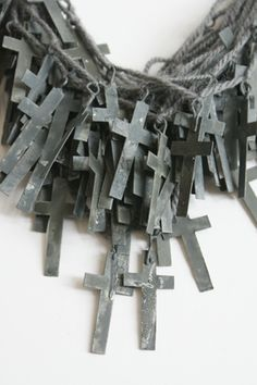 'Grey Grave Grief', 2011, necklace by Malou Paul. www.maloupaul.nl