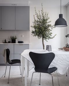 Cozy and inviting home - via Coco Lapine Design blog