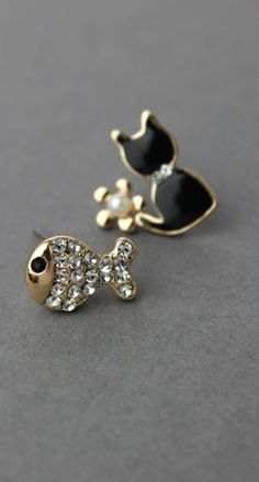 adorable cat and fish earring combo http://rstyle.me/n/mivdur9te