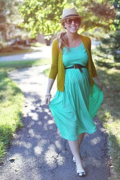 Pair a flowing summer dress with a belt, cardigan, and hat for a look that can weather the weather, whatever the weather may be. #maternity #fashion #dress #accessories
