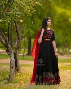 Check out these stunning South Indian style long ethnic anarkali dresses by the brand Vastra Suka. Indian Long Dress, Indian Gowns Dresses, Dress Indian Style, Designer Party Wear Dresses, Kurti Designs Party Wear, Indian Designer Outfits, Party Wear Long Gowns, Party Dresses, Afghan Clothes