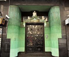 Art Deco Entrance Door with layers of green tiles. Casa Art Deco, Art Deco Door, Art Deco Stil, Art Deco Furniture, Modular Furniture, Furniture Logo, Furniture Showroom, Urban Furniture, Street Furniture