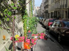rue sénac by lapasserelleverte, via Flickr