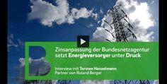http://www.stellencompass.de/energieversorger-verlieren-einnahmequelle/ Energieversorger verlieren Einnahmequelle - Zinsanpassung der Bundesnetzagentur zwingt zu neuer Strategie bei Energienetzen   (Video:Roland Berger) gd.ots.mh- Deutsche Energieversorger verdienen vor allem an den Netzentgelten, die Haushalte und Unternehmen für die Nutzung von Strom und Gas zahlen müssen. Doch diese Einnahmequelle ist in Gefahr. Grund: Als Reaktion auf das niedrige Marktzinsniveau hat