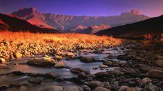 Drakensberg mountains è la catena montuosa con le vette più alte del Sud Africa (oltre 3000mt ) si estende dal Lowveld all'Eastern Cape, per circa 1000 km