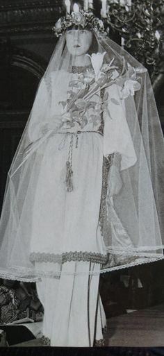 Yves Saint Laurent F/W 1976 Ballets Russes Collection. Juillet 1976, l'Officiel 1000 modèles.