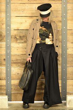 Look 36 #LENASTORE Giacca CoSTUME NATIONA Pantalone YOHJI YAMAMOTO Borsa ISSEY MIYAKE Maglia WUNDERKAMMER