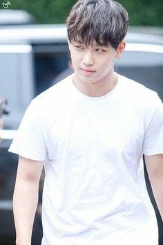Looks like THAT aren't allowed my guy Im Hyun Sik, Hyunsik Btob, Cute Eyes, My Guy, Kpop Boy, Boy Groups, Singers, Idol, Bands