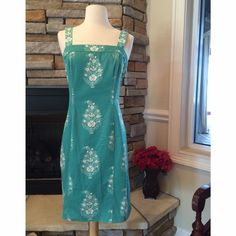 Jones New York Shift Dress This dress is slightly stretchy. Beautiful soft cotton material. Straps can be adjusted. Zipper back. Teal and white color Jones New York Dresses Midi
