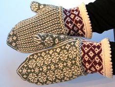 Ravelry: Angela's Mittens pattern by Rose Hiver Knitting Charts, Knitting Stitches, Knitting Patterns Free, Hand Knitting, Free Pattern, Knitting Machine, Hat Patterns, Stitch Patterns, Knitted Mittens Pattern