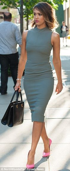 Take a look at 11 classy office dresses for women to wear all year round in the photos below and get ideas for your own outfits! Business outfit for women 12 Image source Looks Chic, Looks Style, Office Fashion, Work Fashion, Women's Fashion, Fashion Outfits, Catwalk Fashion, Modern Fashion, Skirt Fashion