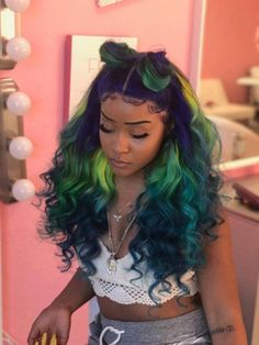 The ombre hair trend has been seducing for some seasons now. More discreet than tie and dye, less classic than sweeping, this new technique of hair. Black Girls Hairstyles, Wig Hairstyles, Colored Weave Hairstyles, Haircuts, Love Hair, Gorgeous Hair, Curly Hair Styles, Natural Hair Styles, Hair Laid
