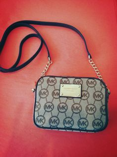 Michael Kors crossbody bag now in at Continuum! A great style for spring and summer, it's chic and handsfree!