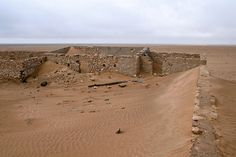 Ein ehemaliges französisches Fort in der Sahara. A former french fort in the Sahara. Monument Valley, Grand Canyon, French, Travel, Viajes, French People, Destinations, French Language, Grand Canyon National Park