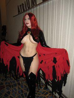 BelleChere Goblin Queen: Defying laws of gravity. Arousing convention goers.