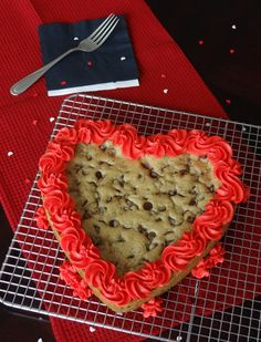 Chocolate Chip Cookie Cake-this looks much better than the one's I've made in the past!