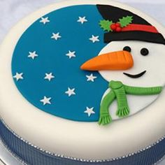Christmas Cake Guide: Snowman Cake By The Pink Whisk - Renshaw Baking Fondant Christmas Cake, Christmas Cake Topper, Christmas Cupcakes, Christmas Treats, Christmas Cake Designs, Christmas Cake Decorations, Holiday Cakes, Xmas Cakes, Cake Decorating Designs
