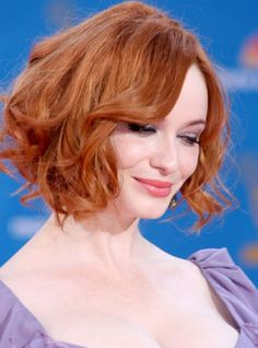 A chin-length bob is a great basis for large waves which seem to be curled at random.