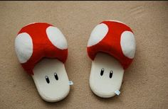 OMG Its so cute! :D Super Mario Bros Mushroom Slippers on Global Geek News. Geek Home Decor, Mode Kawaii, Pot Pourri, Cute Slippers, Soft Slippers, Mario Brothers, Geek Out, Pretty Shoes, Awesome Shoes