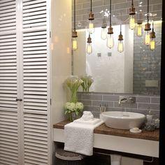 Дизайн ванной комнаты в скандинавском стиле. Белое на сером,особенно эффектно смотрится сочетание кафельной плитки и дерева. #scandinavia_yellow_nikolaevadesign#скандинавскийстиль #ваннаядизайн #ваннаякомната #скандинавскийдизайн #scandinavianstyle #scandinavianinterior #design #interiordesigner#bathroomdesign #saransk #moscow #kazan #sanktpeterburg❤️